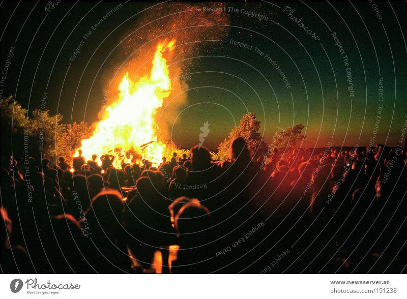 Sonnenwende Nacht Feste & Feiern Feuer Sommersonnenwende Dämmerung Mensch Schatten Licht Dauerlicht Langzeitbelichtung