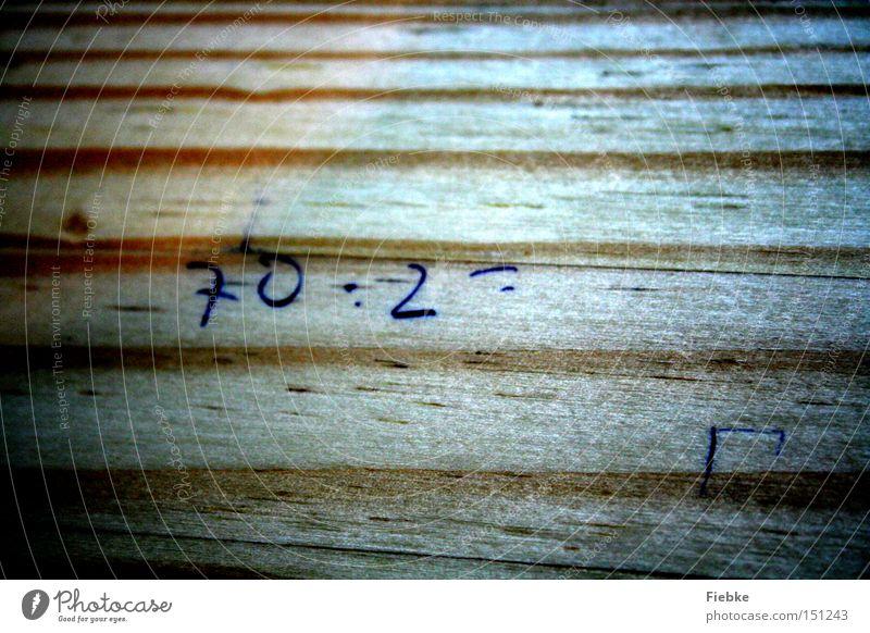 Kleines Mathematisches Problem Holz Schule Ziffern & Zahlen Bank Konzentration Schüler Stress Verzweiflung rechnen Druck Problematik Aufgabe Mathematik Bildung