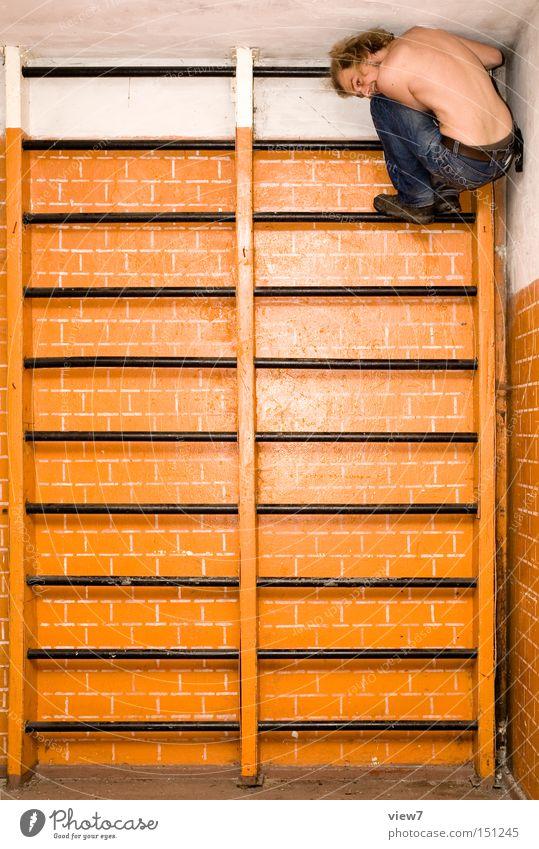 Schulsport lll Mann alt Freude Wand Spielen Bewegung Klettern tauchen Fitness Leiter DDR hängen Gerät Sportler Schulunterricht Bildung