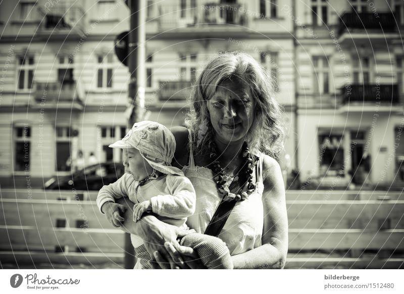 an der Baustelle Mensch Frau Ferien & Urlaub & Reisen Erwachsene Berlin Lifestyle Fotografie Neugier Hauptstadt Kleinkind Mobilität erleben Streetlife Reportage