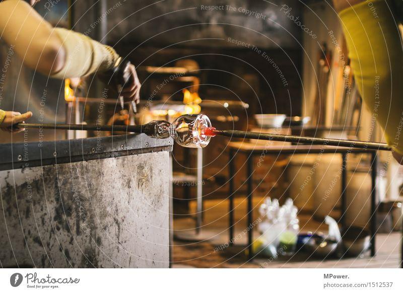 glaser @ work Glaser Glasmalerei Arbeit & Erwerbstätigkeit Beruf Handwerker Unternehmen Mensch feminin Frau Erwachsene 1 18-30 Jahre Junge Frau heiß Meister