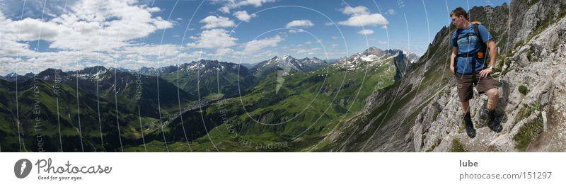 Blick nach Lech Sommer Berge u. Gebirge wandern Felsen Gipfel Klettern Bergsteigen Bergsteiger Steigung Sportler Bregenzerwald Bundesland Vorarlberg Fluss Lech Gemeinde Lech