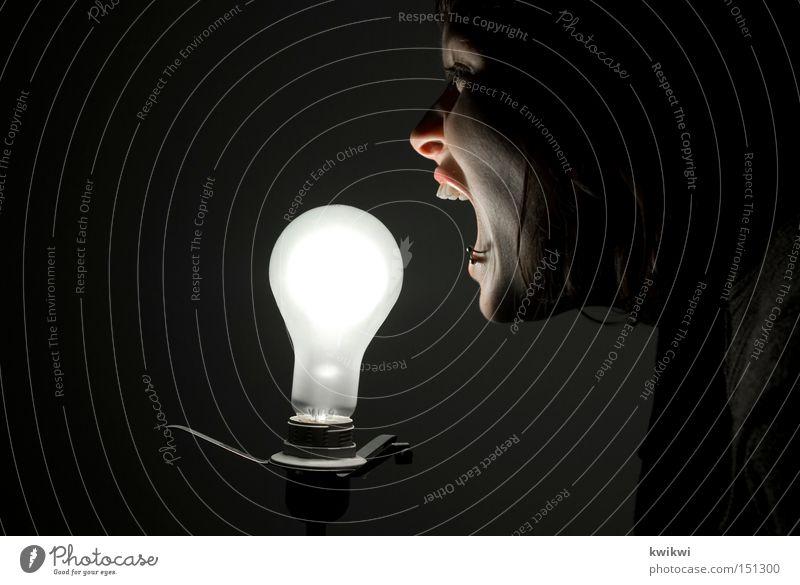 - - - Lampe Technik & Technologie Frau Erwachsene schreien dunkel hell Glühbirne Elektrizität elektronisch Elektrisches Gerät skurril unheimlich außergewöhnlich