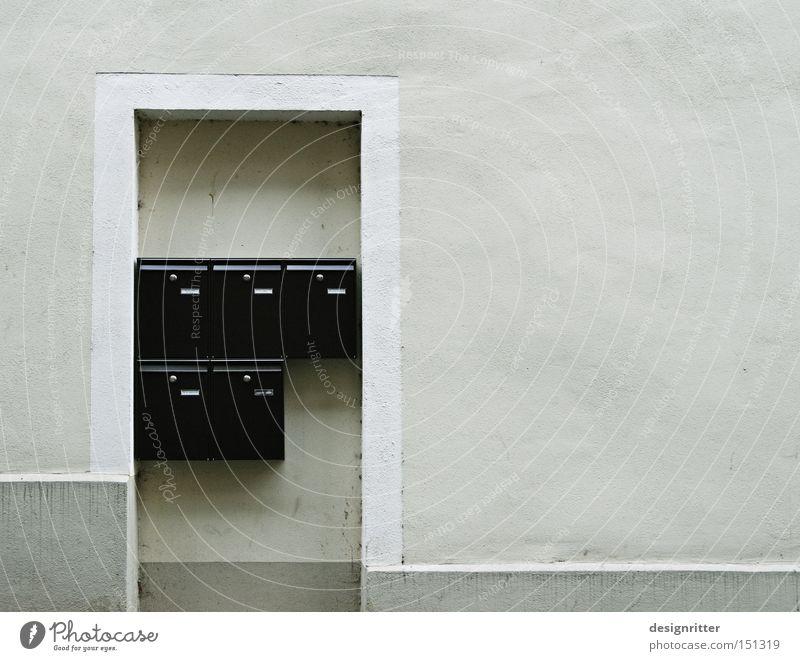 Bitte nur per Mail … Haus Tür Kommunizieren Kontakt Eingang Post E-Mail anonym Briefkasten gesichtslos unpersönlich abweisend Informationstechnologie