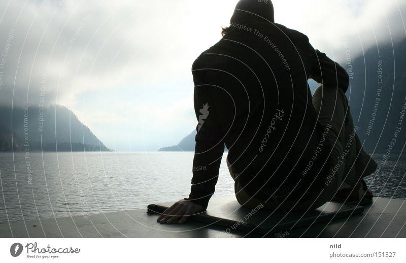 should I stay Mann ruhig Wolken Berge u. Gebirge Alpen Konzentration Meditation Österreich Bundesland Tirol schlechtes Wetter unentschlossen ausschalten