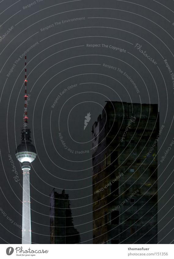 Schatten Ruine Turm trashig Stadt Hochmut Ärger bizarr Endzeitstimmung Misserfolg Nostalgie protestieren Vergangenheit Vergänglichkeit Wandel & Veränderung