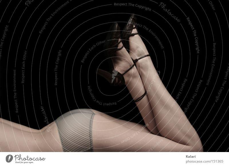 Porzellanbeine Frau Akt Jugendliche schön Erholung Beine Zufriedenheit Haut Rücken ästhetisch Vergänglichkeit Geschirr Glätte Bildausschnitt gekreuzt