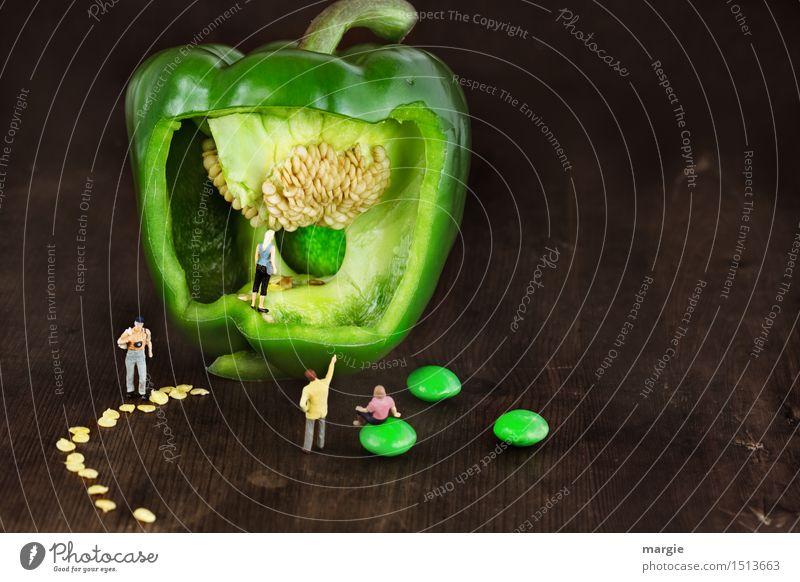 Miniwelten - Grüne Paprika Mensch Frau Ferien & Urlaub & Reisen Mann Pflanze grün Gesunde Ernährung Erwachsene Essen feminin Gesundheit Lebensmittel braun