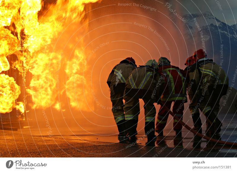 Firefighter Brand Feuerwehr Flamme Desaster üben löschen Wärme gefährlich Öffentlicher Dienst bedrohlich