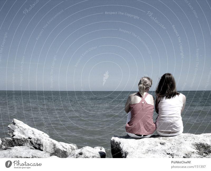 Freunde Meer Ferne sprechen Stein See Freundschaft Zukunft Vertrauen Unendlichkeit verträumt Lake Michigan