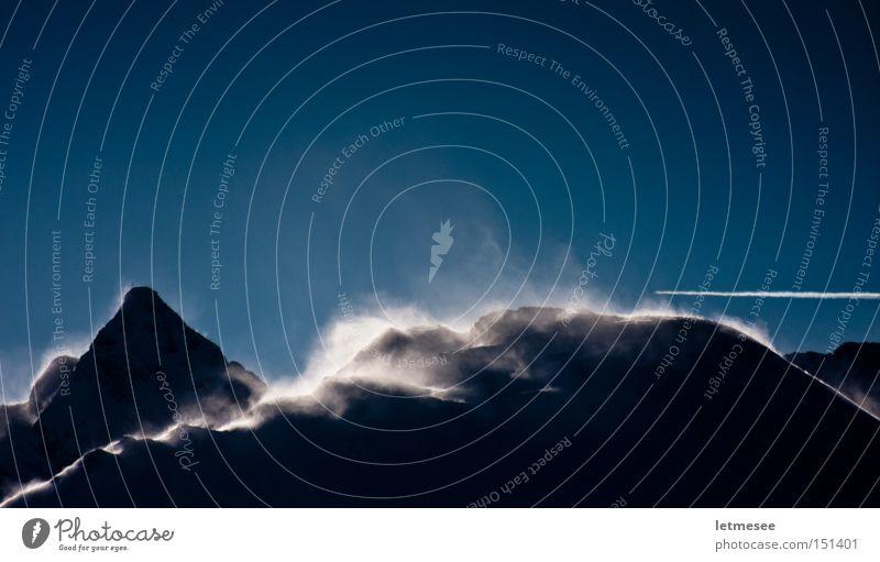Schneeverwehung II blau Winter Berge u. Gebirge Flugzeug Wind Sturm Gipfel Kondensstreifen Schneewehe Wechte