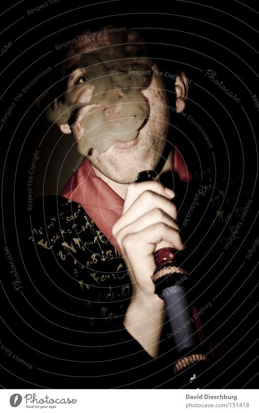 Shisha o'clock Wasserpfeife Rauch Rauchen Tabakwaren ungesund Nikotin Mann Hand ziehen Kohle Mundstück Gesicht Oberkörper alt Farbe