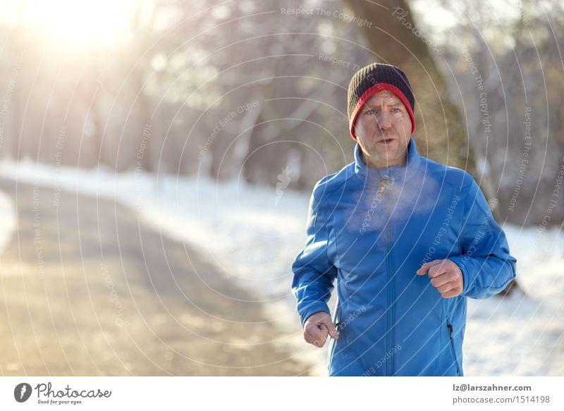 Mann Winter Gesicht Erwachsene Straße Schnee Sport Lifestyle Park Textfreiraum Aktion Fitness Mitte Zeitung atmen Typ