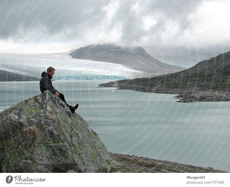 Kurz vor dem Himmel Norwegen See Berge u. Gebirge Gletscher Schnee Eis Wolken Felsen Regen Einsamkeit leer kalt Europa Wasser Farbe grau Farbe blau