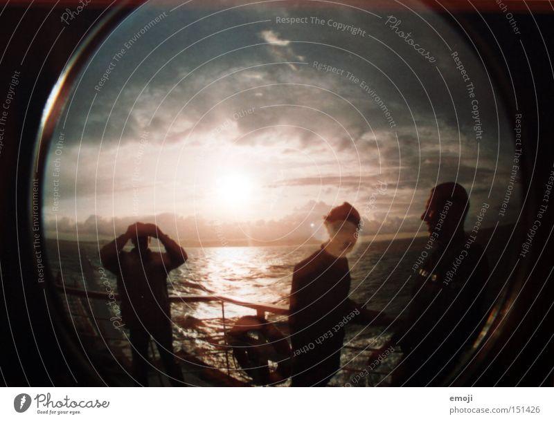 auf der Fähre Mensch Wasser Himmel Meer Menschengruppe Wasserfahrzeug Fischauge Wind Lomografie Leidenschaft Schifffahrt Fähre Kreuzfahrt Dampfschiff