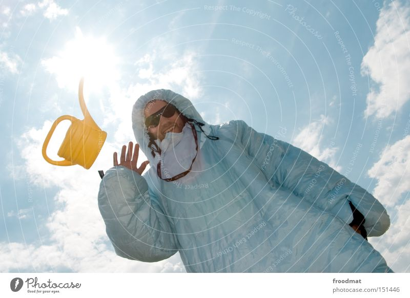 CANdlelight Jugendliche Sonne Sommer Freude Gesicht Wärme Kunst lustig verrückt Coolness Sonnenbrille Kannen Gießkanne Kunsthandwerk Kultur Schlafsack