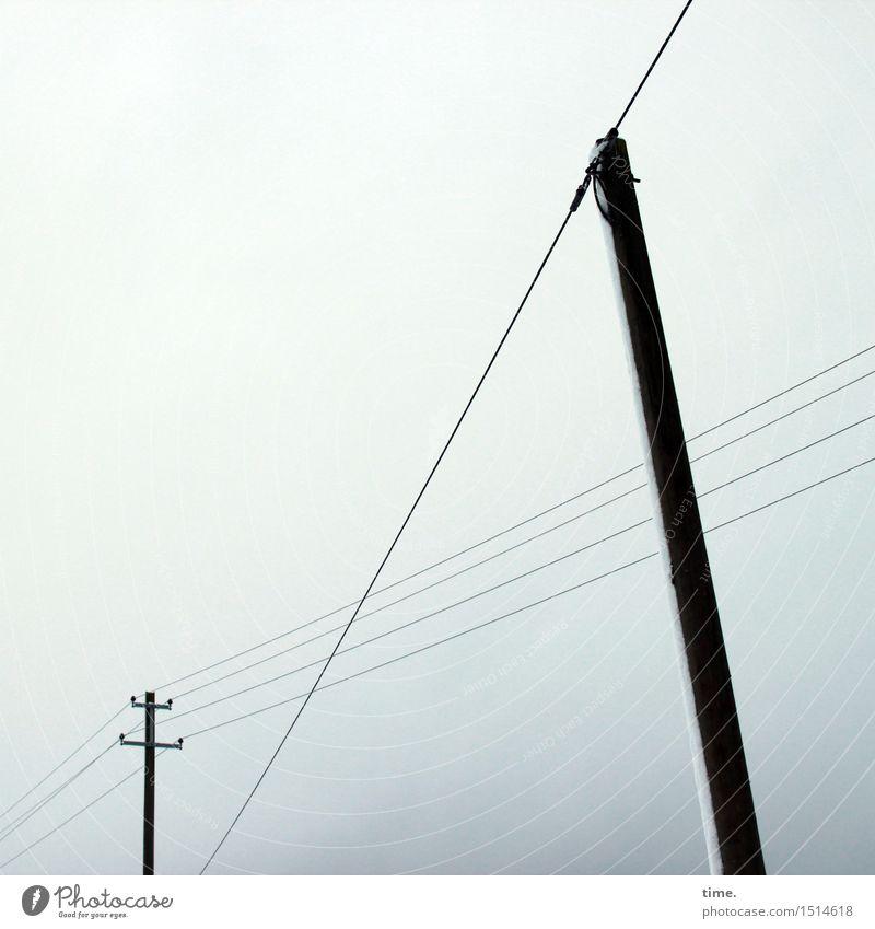 Raumgestalter Technik & Technologie Energiewirtschaft Hochspannungsleitung Strommast Stromtransport Himmel Winter Holz Metall Linie ästhetisch hoch Business