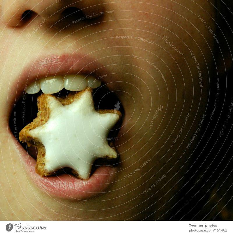 Zimtstern Weihnachten & Advent Ernährung Plätzchen Mund Lippen lecker Stern (Symbol) süß Zähne Essen 1 Biss beißen bissfest Offener Mund offen Nahaufnahme