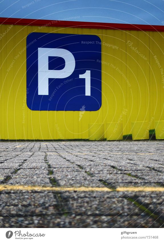 the early bird catches the parking spot Parkplatz parken gelb Straße leer Auswahl Typographie Buchstaben Aufschrift Bodenmarkierung Verkehrswege