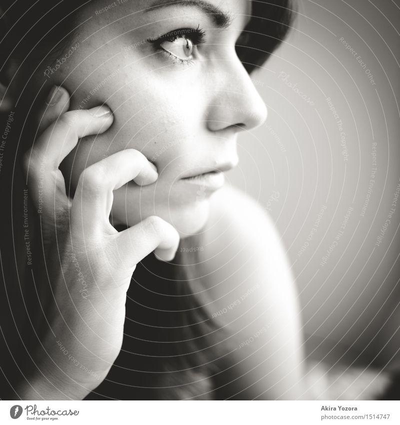 What if... Mensch Jugendliche Junge Frau 18-30 Jahre Erwachsene Gefühle feminin Religion & Glaube Denken Kopf Stimmung Kraft beobachten planen berühren Hoffnung