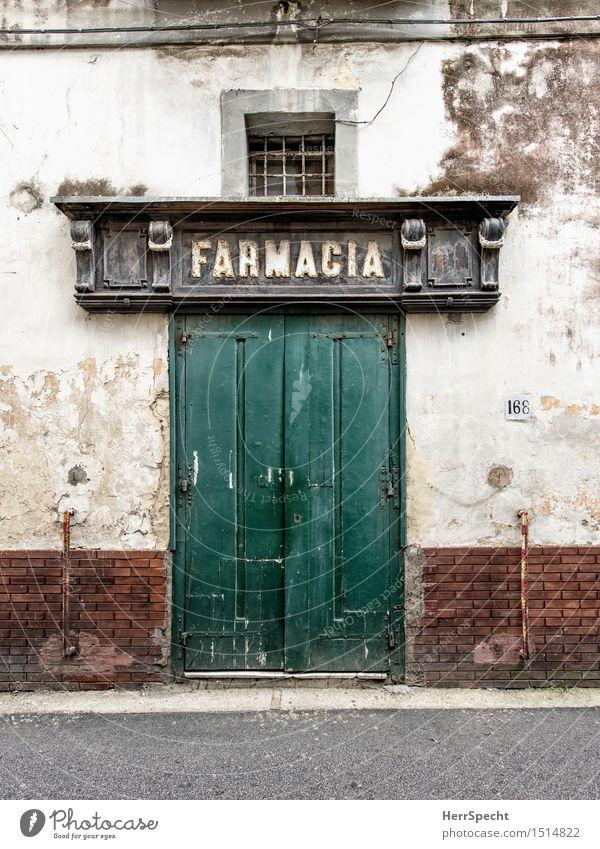 Apotheke alt grün Haus Gebäude Fassade Tür trist geschlossen Italien historisch Bauwerk abblättern Apotheke baufällig Eingangstür Portal