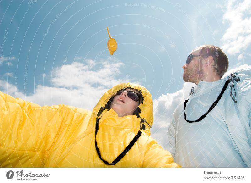 sure we can! Jugendliche Sommer Freude Gesicht Wärme lustig verrückt Coolness Konzert Sonnenbrille Kannen Gießkanne Schlafsack