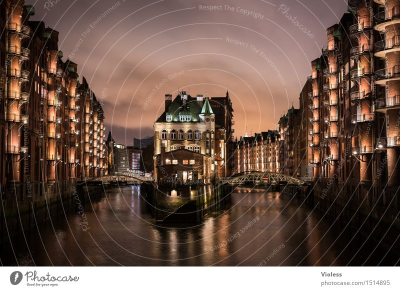 leuchten in der | nacht schön rot Architektur Wand Mauer Fassade ästhetisch historisch Hamburg erleuchten Hafen maritim attraktiv Nachtleben Illumination
