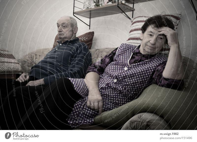 sprachlos Paar alt Senior Wohnzimmer Bauernstube Großmutter Großvater Ärger Ehe authentisch retro Konflikt & Streit Scheidung Frustration Problematik Wut