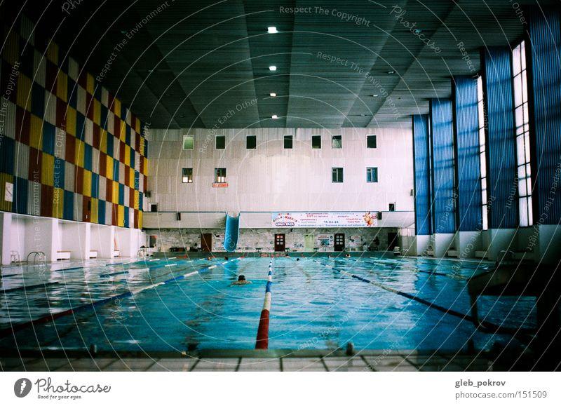 Temperatur -30 ) Wasser Sport blau Mensch Dinge Schwimmhalle Schwimmsport Schwimmsportler Zentralperspektive Innenaufnahme Schwimmen & Baden