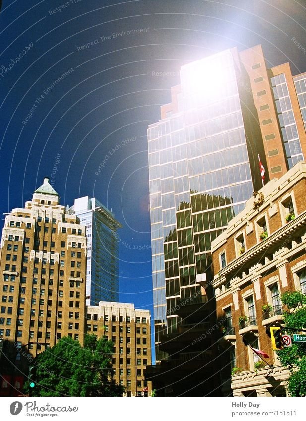 Kleiner Sonnenschein alt Sonne Stadt hell Hochhaus neu Spiegel Kanada Stadtzentrum Gegenteil Blauer Himmel Vancouver