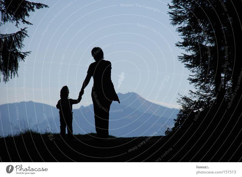 begleiten Natur Erholung Berge u. Gebirge wandern lernen Spaziergang Freizeit & Hobby entdecken Berufsausbildung zeigen Kindererziehung staunen Bildung