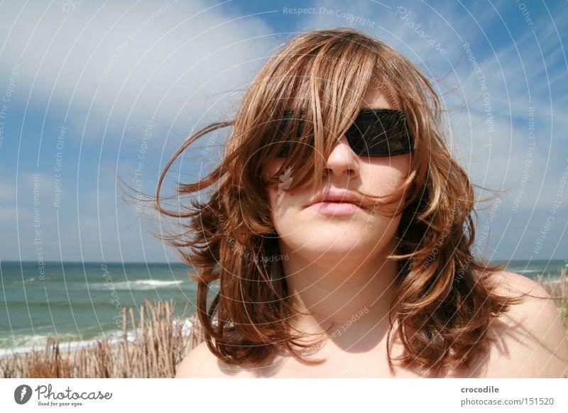 Strandnixe ll Frau schön Meer Wolken Haare & Frisuren Mund Sand Wellen Wind Lippen Sonnenbrille wehen