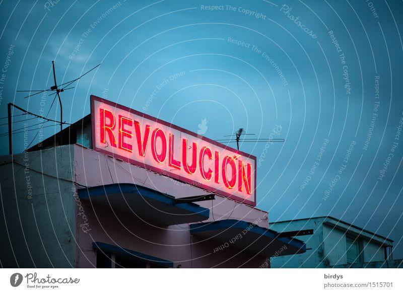 Casa de la Revolucion Himmel blau rot Wolken Haus außergewöhnlich Zusammensein leuchten Schriftzeichen Hoffnung historisch stark Mut exotisch Konflikt & Streit