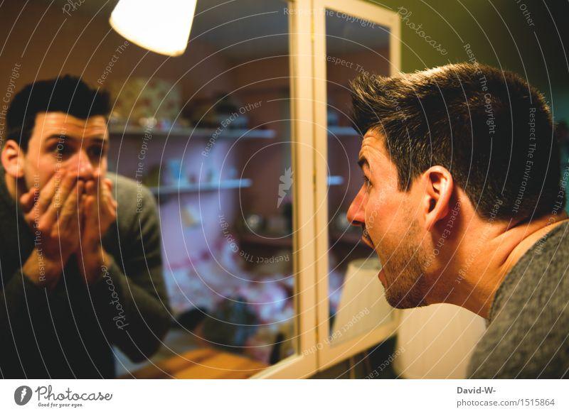 vor sich selbst erschreckt Mann Spiegel Spiegelbild Angst erschrecken Panik Fotomontage Kreativität kreativ nicht du erschreckend Albtraum Blick Gesicht
