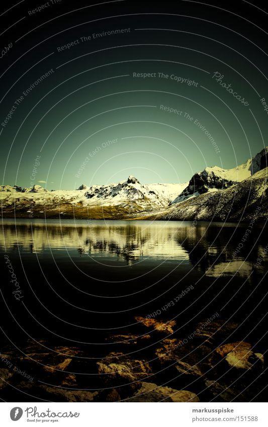 Melchsee-Frutt Kanton Obwalden Schweiz See Wasser Berge u. Gebirge wandern Schnee Natur rein alpin Gebirgssee Spielen Herbst Klarheit Küste
