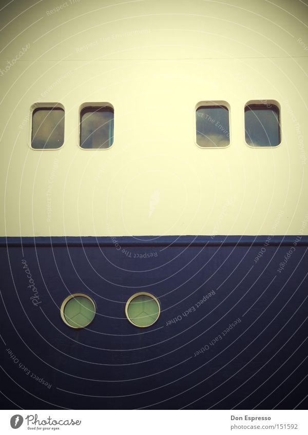 Silence Fenster Bullauge blau weiß Wasserfahrzeug Blick ruhig Schifffahrt