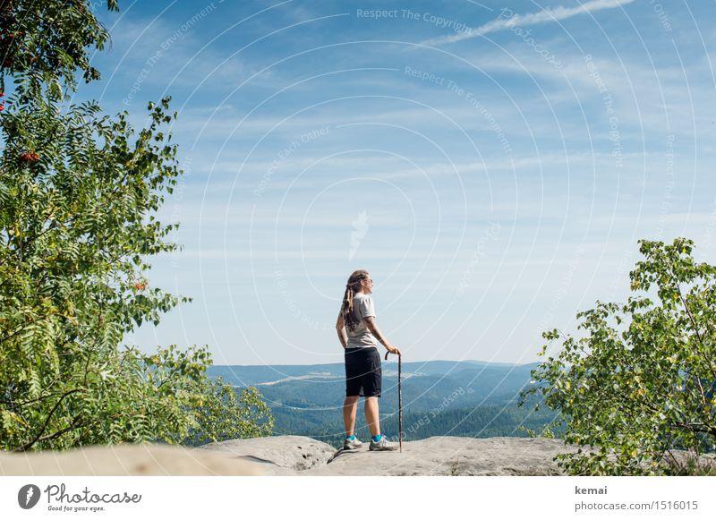 I ramble the devil knows where Mensch Himmel Natur Sommer Erholung Landschaft Wolken Ferne Berge u. Gebirge Erwachsene Wärme Leben feminin Felsen