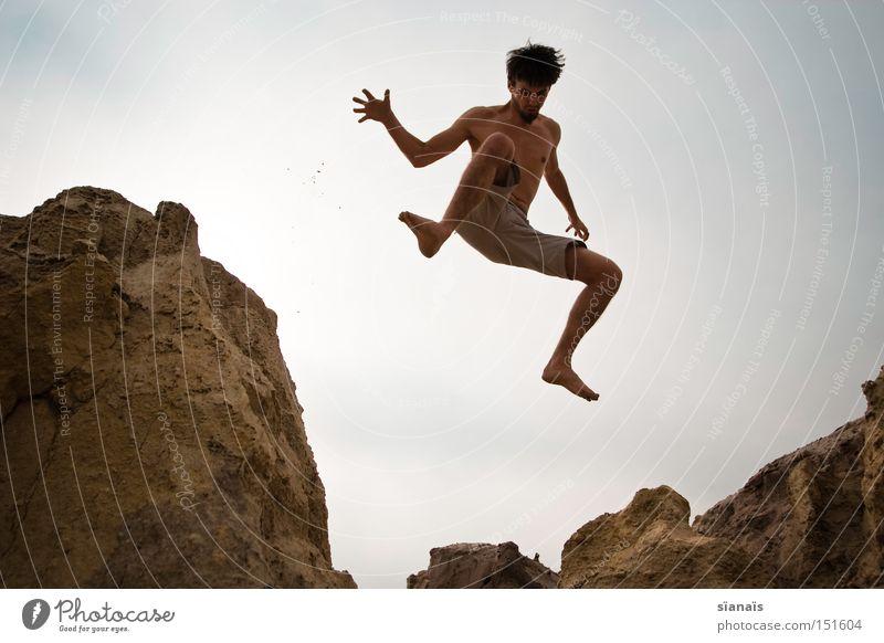fallust Bergbau Braunkohlentagebau Mars springen Mann Felsen fallen Sturz Schwerelosigkeit Körper Aktion Dynamik Wüste Sommer Freude Spielen Jugendliche