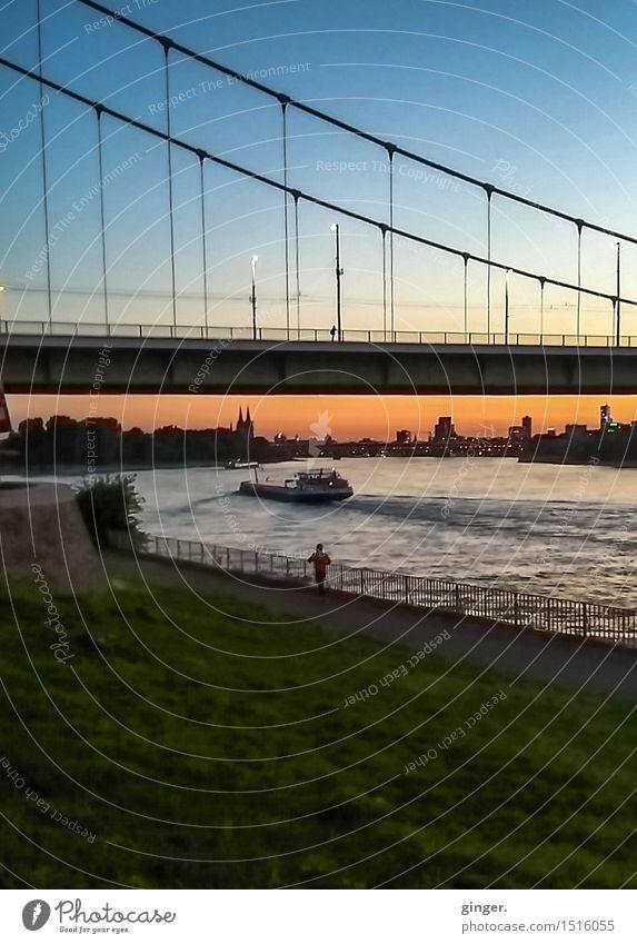 Am Mülheimer Mäuerchen Himmel Stadt blau grün Erholung Ferne Wand Mauer Wasserfahrzeug orange Zufriedenheit Wellen Kirche Brücke Bauwerk Skyline