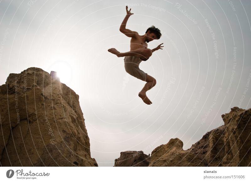 fallobst Mann Jugendliche Sommer springen Körper Felsen Aktion fallen Wüste Sturz Dynamik Funsport Mars Schwerelosigkeit Extremsport