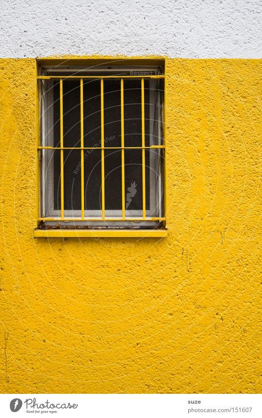 Schwedische Gardinen I Haus Arbeit & Erwerbstätigkeit Gebäude Mauer Wand Fassade Fenster gelb weiß Wachsamkeit Einsamkeit Schutz Trennung Überwachung Gitter