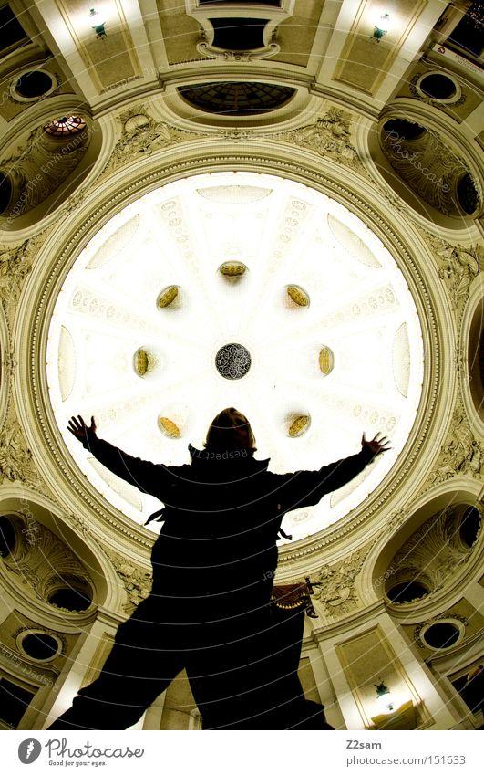 AUFSTAND Silhouette rund Kuppeldach Licht stehen Mann Mensch Blick lässig Show Architektur barok Langzeitbelichtung lanzeitbelichtung Theaterschauspiel