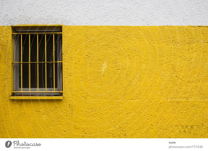 Schwedische Gardinen II Mauer Wand Fassade Fenster gelb Gitter Putz Sicherheit Farbfoto mehrfarbig Außenaufnahme Menschenleer Textfreiraum rechts