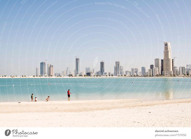 Metropolis 4 Strand Ferien & Urlaub & Reisen Gebäude Sand Küste Architektur groß Hochhaus Tourismus Reisefotografie Baustelle Skyline Naher und Mittlerer Osten Dubai Vereinigte Arabische Emirate