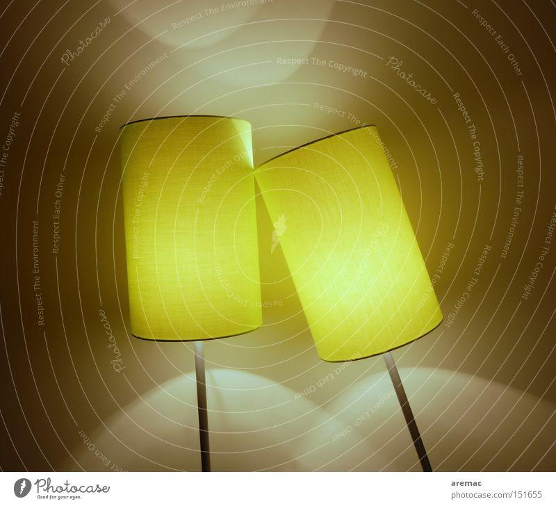 Zweisamkeit gelb Lampe Zusammensein Beleuchtung paarweise Technik & Technologie Kabel Dinge Wohnzimmer anlehnen Installationen Elektrisches Gerät