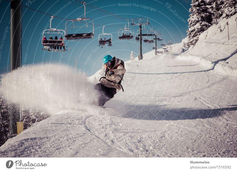 Snowboarder auf Piste Mensch Ferien & Urlaub & Reisen Jugendliche Junger Mann Landschaft Freude Winter Berge u. Gebirge Erwachsene Schnee Sport Lifestyle