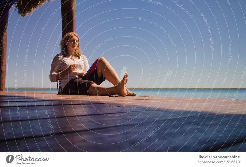 Zeit für mich I Frau Ferien & Urlaub & Reisen Jugendliche schön Junge Frau Meer Erholung ruhig 18-30 Jahre Erwachsene Leben feminin Glück Freiheit Zufriedenheit