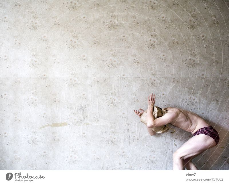 Darsteller ll - Angsthase Kerl Opfer Panik Defensive trashig Unsinn unsinnig lustig Körperhaltung nackt Tapete Badehose Mann