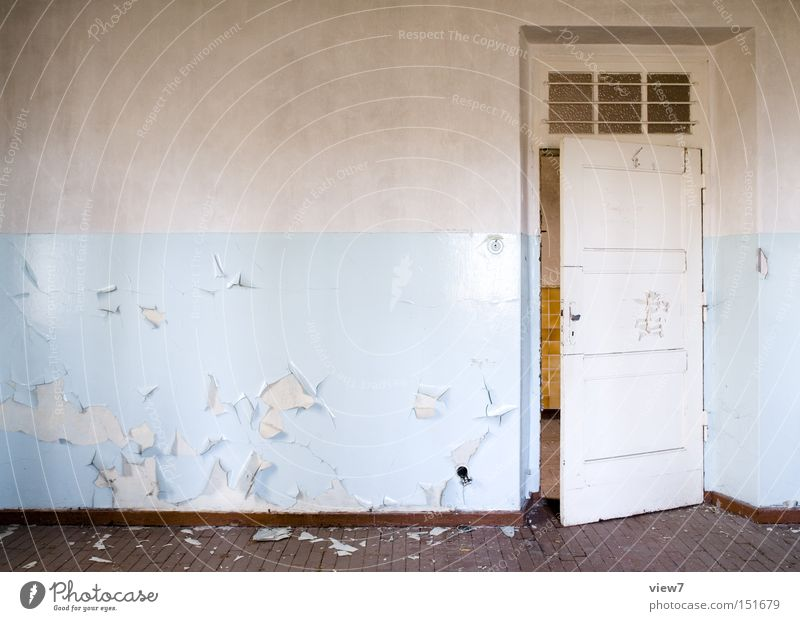 hellblau Tür Wand gestalten Tapete Muster Holz Bodenbelag Flur Holzfußboden Parkett Farbe Farbstoff Detailaufnahme verfallen