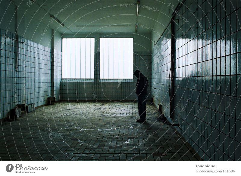 blues. blau ruhig Einsamkeit dunkel Traurigkeit Raum leer Trauer Fabrik Fliesen u. Kacheln verfallen Verzweiflung Sorge Schwäche Blues